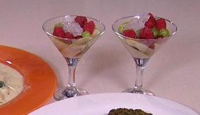 Фруктовый салат со льдом из шампанского