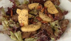 Теплый салат из печени