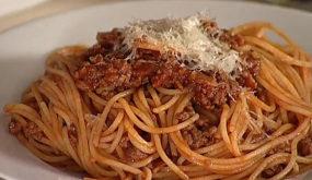 Спагетти с мясным рагу