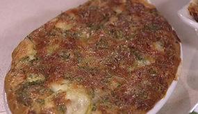 Рисовый пирог с кабачками и креветками