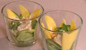 Салат с кальмарами и манго