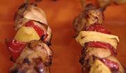 Шашлычки с куриной грудкой, перцем и ананасом