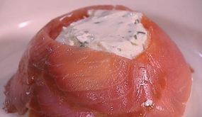 Закуска из слабосоленой форели и сливочного сыра