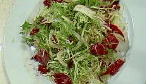 Салат из фенхеля, фризе и радикьо