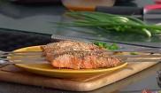 Шашлычки из лосося в кунжутной обсыпке в японском стиле
