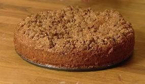 Яблочный пирог с ореховой посыпкой